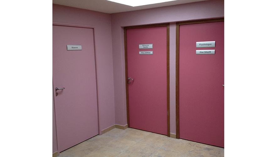 Plaques de portes avec profilés et alu anodisé